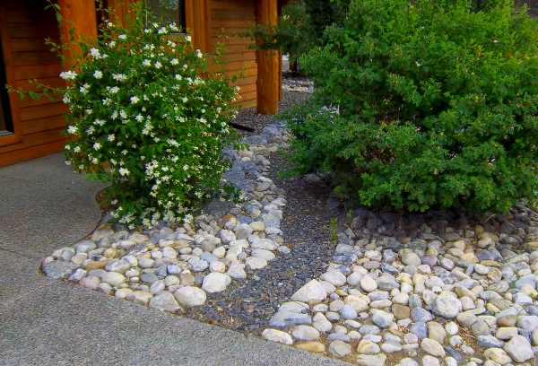 Front yard river rock landscaping ideas are easy ways to eliminate ...