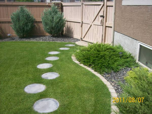 Manufactured stepping stone path walkway that is easy to install but looks good.