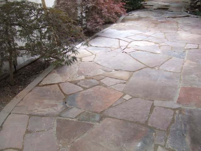 when laying flagstone walkways always try to keep your gaps under 2 inches - Flagstone Walkway Design Ideas