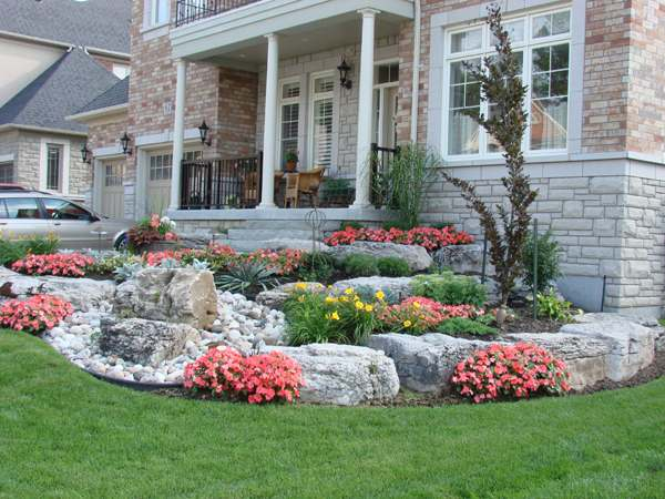This slight slope was tastefully designed, with a nice balance of large rocks and plants.