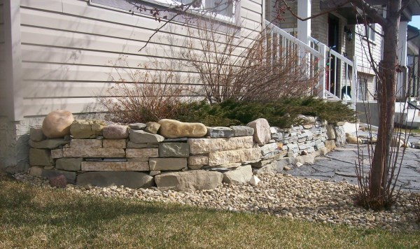 A mixed wall using a variety of stones is a little more challenging to assemble. This is where your puzzle building skills come in handy.