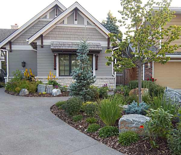 Driveway landscaping photos 2 for Garden driveways designs